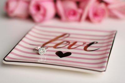 love-2042101_640