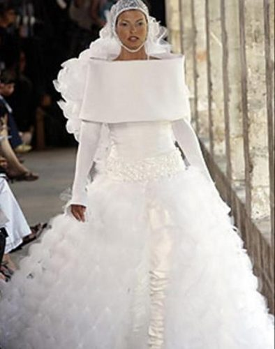 wedding-dress-with-unclear-theme